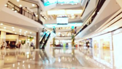 ¿Qué negocios deben ir en la planta baja de una plaza comercial?